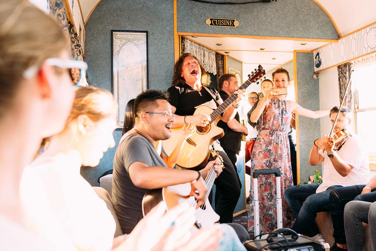 Musik unplugged im Zug
